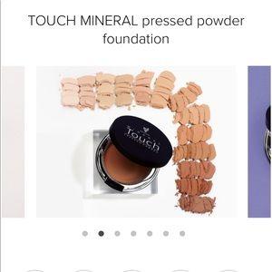 Younique Mineral Pressed Powder Founda Shade Satin